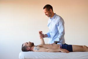 hvad kan kropsterapi hjælpe med stress angst rygsmerter